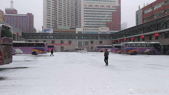 受降雪影响 郑州长途汽车中心站停班500余班