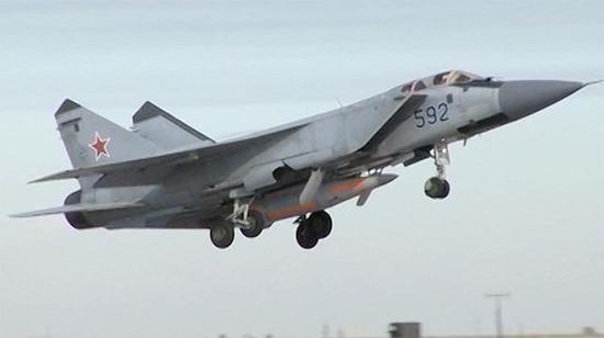 """俄米格-31截击机携带""""匕首""""导弹"""