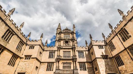 牛津大学博德利图书馆(图片来自《泰晤士报》网站)