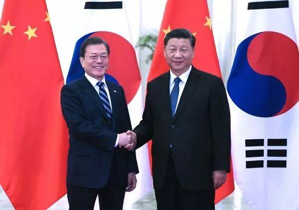 ▲12月23日,国家主席习近平在北京人民大会堂会见韩国总统文在寅。(新华社记者 饶爱民 摄)