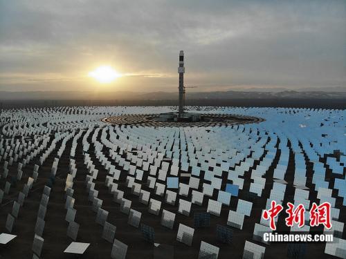 百兆瓦级熔盐塔式光热电站