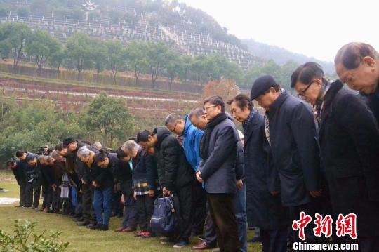 安葬纪念活动现场。 安贤园提供 摄