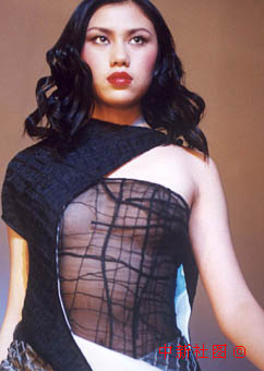 图文:北京展示服装设计师新款作品