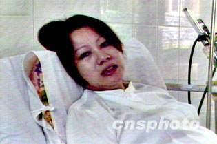 我失踪飞行员王伟的妻子焦急盼望丈夫的音讯