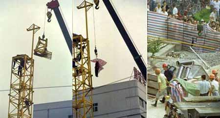 左:几经努力,10时30分,吊车将转台卸下.中:10时45分,死者被吊离塔吊.