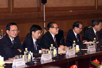参加中美领导人正式会谈的中国代表团图片