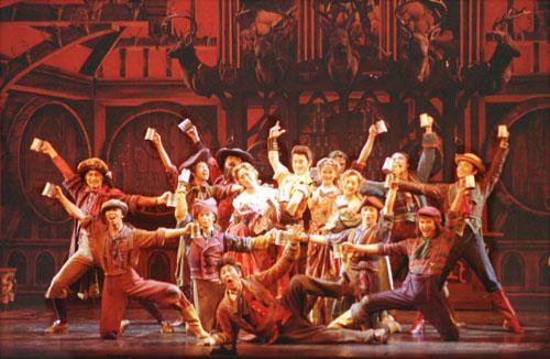 图文:中文版迪斯尼音乐剧《美女与野兽》在京上演(4)