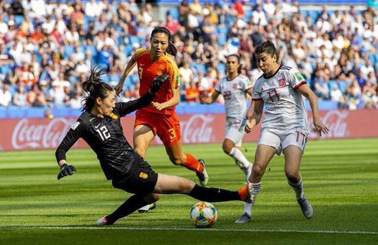 军事化训练体制致中国女足退步?美媒自我感觉良好