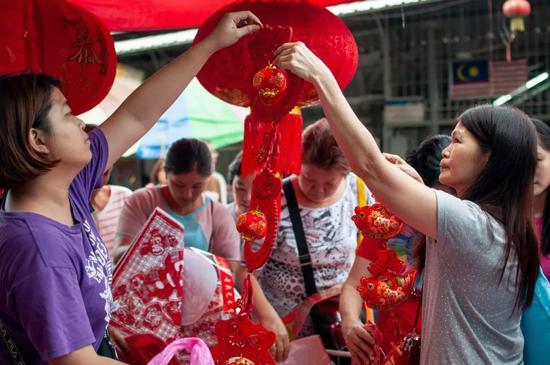 本来除了中国 这些当地春节也是法定假期