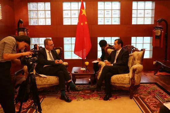 瑞媒称中国游客事件轻变传奇私服或由中方故意导演 中使馆驳斥