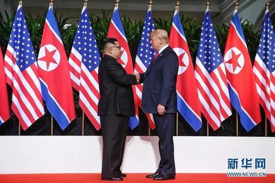 6月12日,朝鲜最高领导人金正恩与美国总统特朗普在新加坡举行会晤。