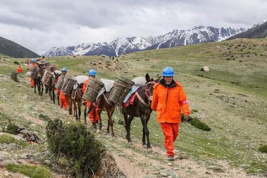 △海拔4600米昌都八宿县安久拉山马帮运输。