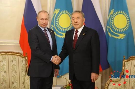 2016年5月31日,纳扎尔巴耶夫在总统府会见俄罗斯总统普京。(图片来源:哈通社)