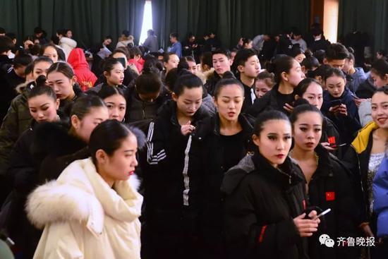 济南一中拉丁舞艺考现场  记者周青先 摄