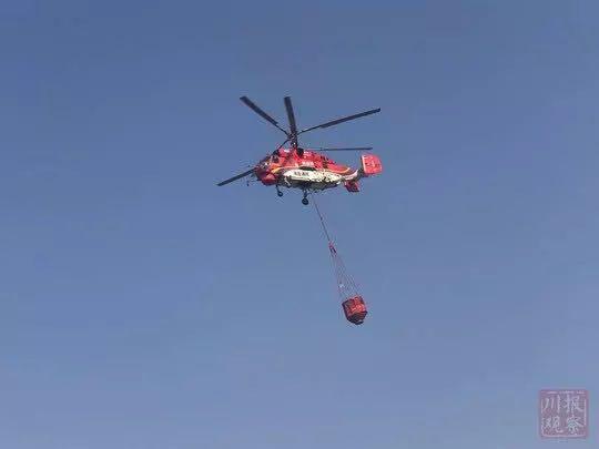 前往凉山森林火灾现场救援的直升机