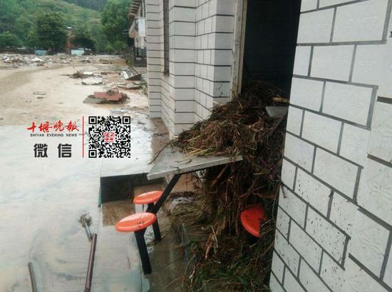 洪水过后的食堂