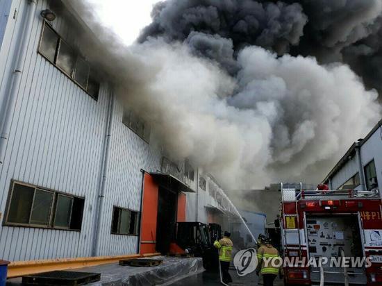 韩塑料工厂突发大火 1名33岁中国人不幸身亡(图)