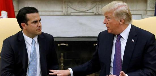 特朗普在白宫会见里卡多・罗赛洛,其父佩德罗・罗赛洛1993-2001年也曾是波多黎各总督(图片来源:美国广播公司)