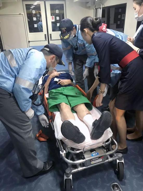 东航客机空中紧急放油45吨救乘客