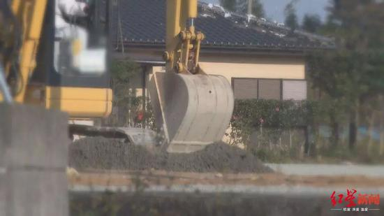 日本地震灾区核污染清除作业现场。图据FNN