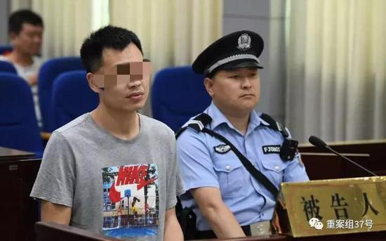 """▲""""殴打20年前班主任""""案,在河南省栾川县人民法院开庭审理。"""