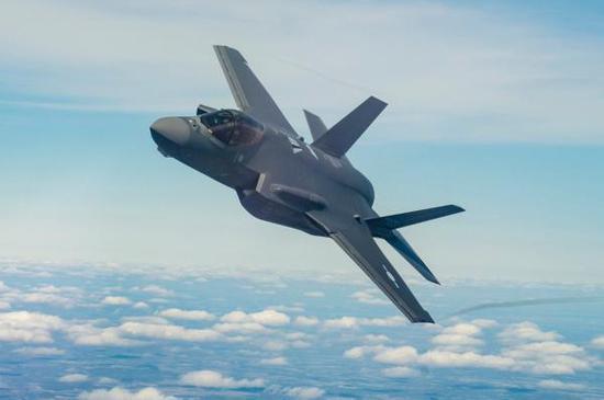 然而目前为止,掌管空军财权的空军部长仍拒绝考虑这两个方案,只要求继续采购F-35