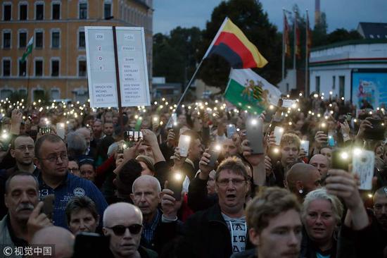 德国开姆尼茨市民疑被难民殴打不治 引发极端分子反移民游行(图:视觉中国)