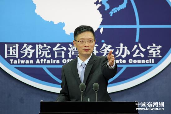 国务院台湾事务办公室今天上午10点在国台办新闻发布厅举行例行新闻发布会。本次新闻发布会由国台办新闻局副局长、新闻发言人安峰山主持。(中国台湾网 于斯文 摄)