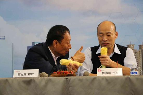 郭台铭将自家农村的玉米送给韩国瑜等人食用 图片来自台媒