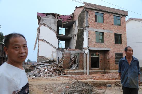 夏江平家受损严重。 本报记者 郝成 摄影