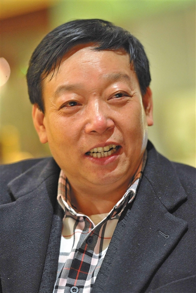 庞青年 1958年1月出生于浙江省台州市天台县,1986年,他创办磐安县橡胶厂,1993年任浙江杭通集团董事长兼党委书记,1999年,庞青年出任金华青年汽车制造有限公司董事长兼集团党委书记。
