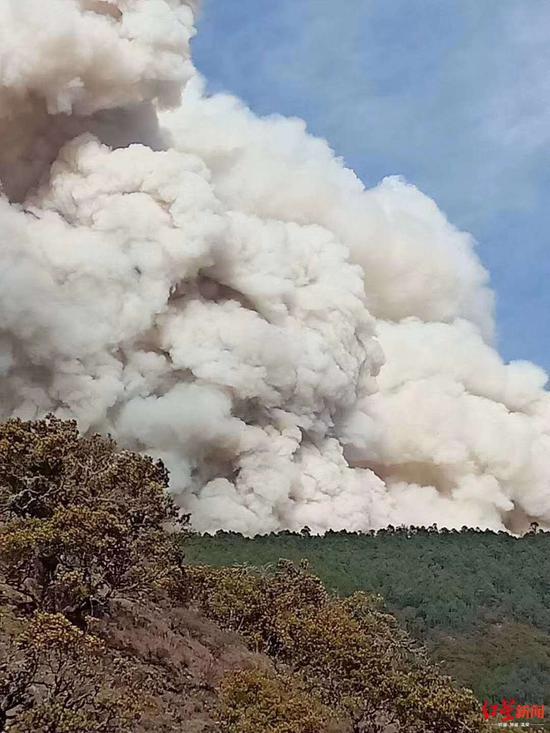 村民目击四川凉山大火:30公里外都能看到火光(图)