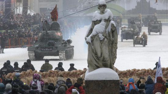 2019年1月27日,俄罗斯圣彼得堡举行列宁格勒保卫战胜利75周年大阅兵(图源:英国电信)