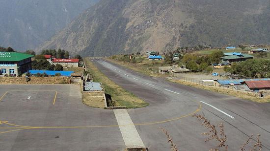 (丹增希拉里机场。图源:维基百科)