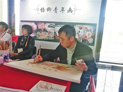 非遗杨柳青年画现场展示。新京报记者 吴婷婷 摄