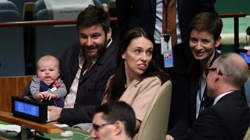 新西兰女总理带新生宝宝参加联大