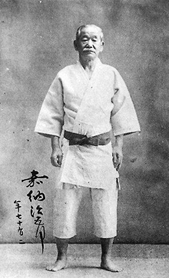 """嘉纳治五郎被誉为""""柔道之父"""""""