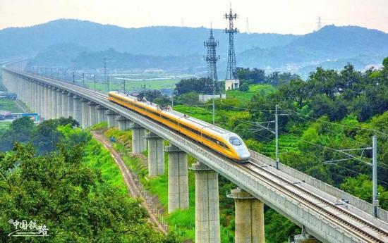 杭黄和济青等10多条铁路年内通车