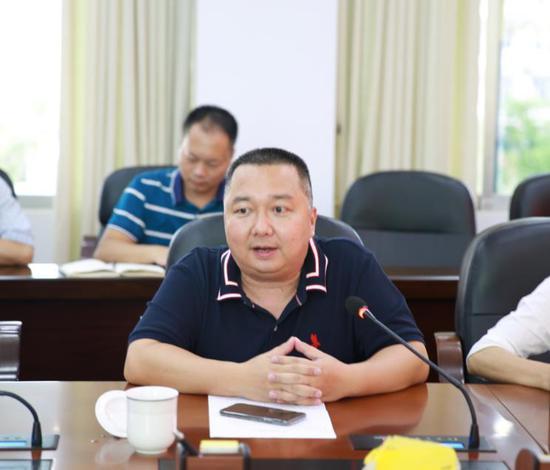 东兴法院党组副书记、副院长黄小勇会上讲话