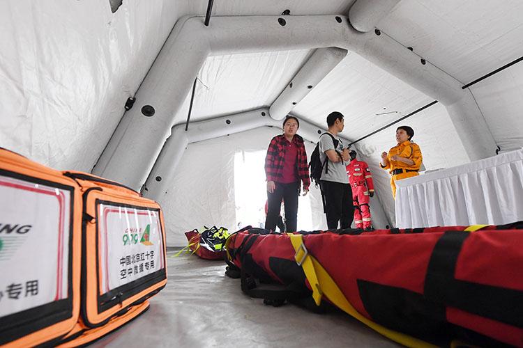 全国首支涉外应急医疗救援队在京授旗