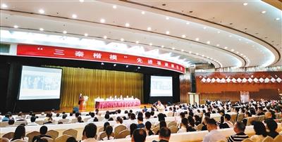 """""""三秦楷模""""先进事迹 首场报告会在西安举行"""