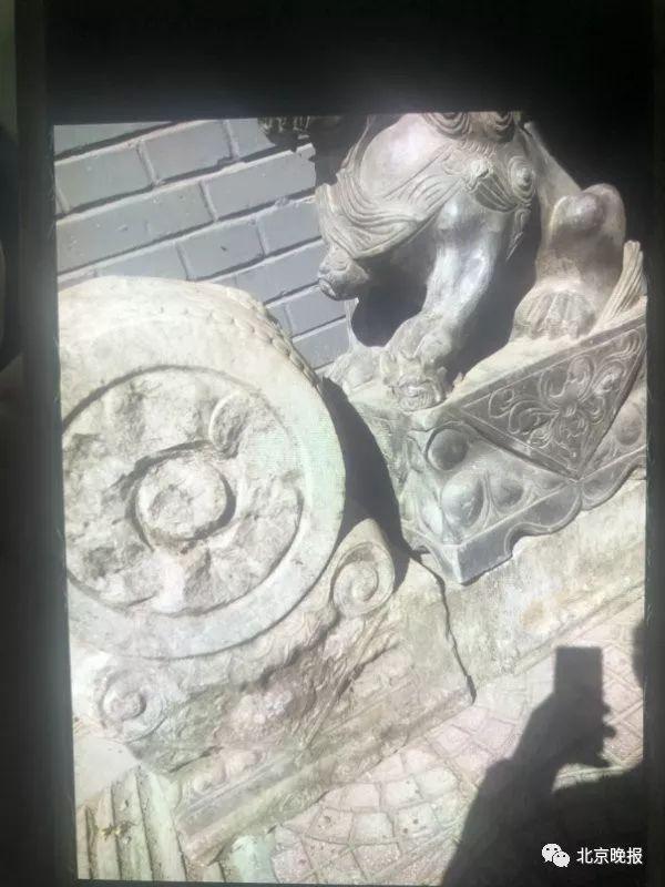 民警随即起获了被盗的石狮子