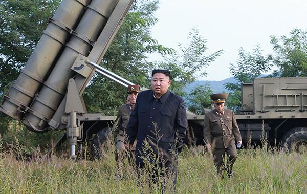 """金正恩指导""""超大型多管火箭""""试射 视觉中国 图"""