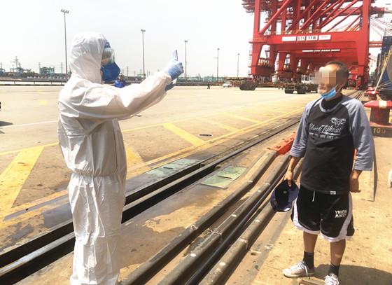 """外籍船员患病,外高桥边检站开启""""绿色通道"""""""