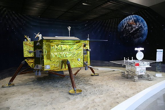 """""""嫦娥4号""""模型。图片来源:视觉中国"""