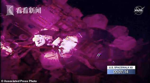 """宇航员太空行走 手腕环卫工印补习广告上拴的小镜子""""逃逸"""""""