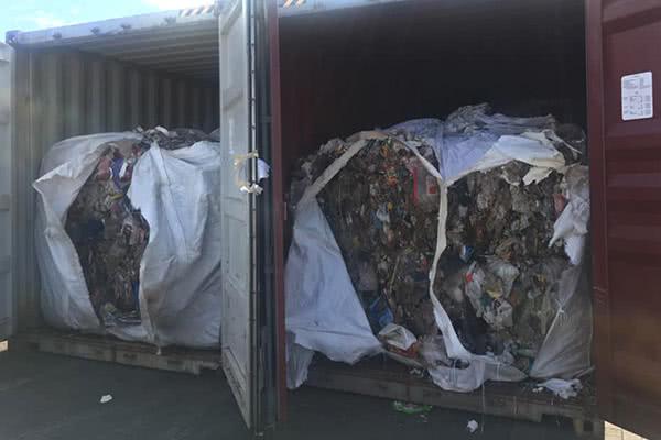 菲总统杜特尔特再喊话:不运走垃圾,就丢到加