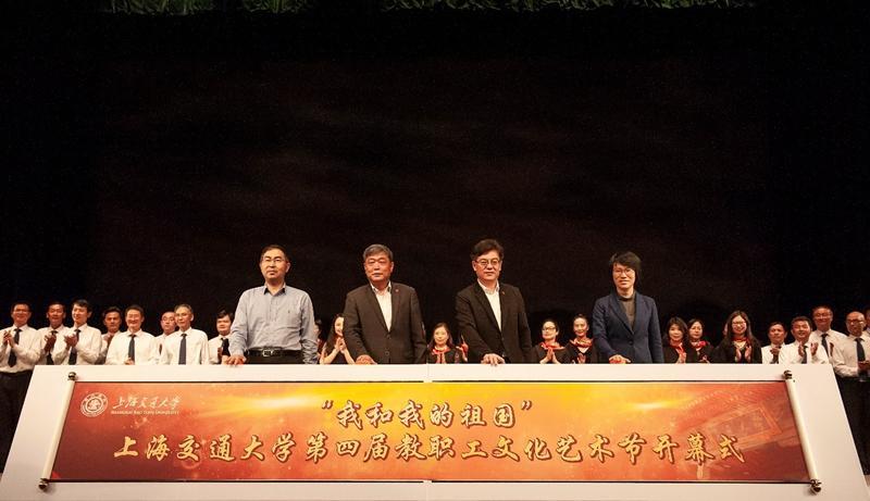 新编现代京剧《红军故事》唱响菁菁堂
