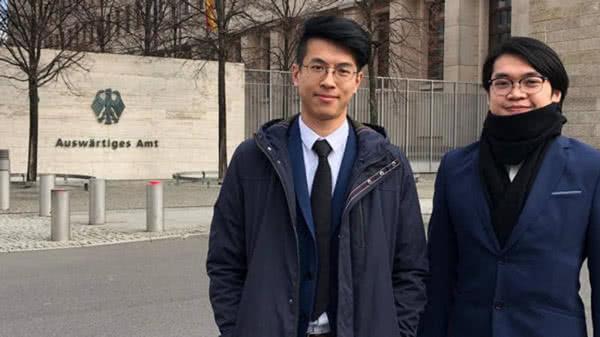 黄台仰(左)、李东升 图片来自《金融时报》