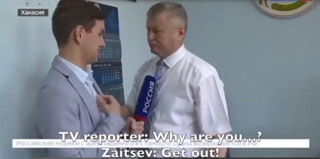 被记者质问是否贪腐 俄罗斯官员上来就是一个抱摔